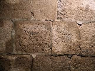 Libro sobre las monteas encontradas en una iglesia en Santiago