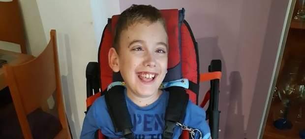 Muere a los nueve años el niño con parálisis cerebral que impulsó la recogida de tapones de ...