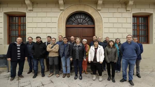 La consejera Elizalde con participantes en la reunión