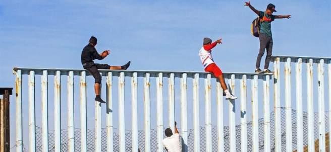 Migrantes centroamericanos llegan a la frontera con EE UU