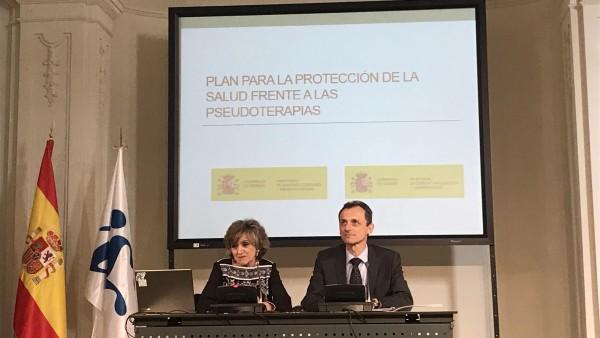 La ministra de Sanidad, María Luisa Carcedo, y ministro de Ciencia, Pedro Duque