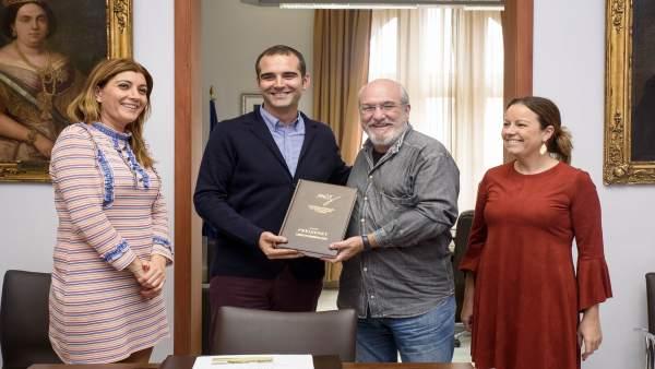 El alcalde de Almería se reúne con la Academia Andaluza de la Gastronomía