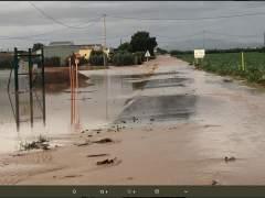 Imagen de una carretera cortada por las lluvias en la Región