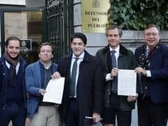 Alcaldes y portavoces de PP piden ayuda al Defensor del Pueblo por los semáforos