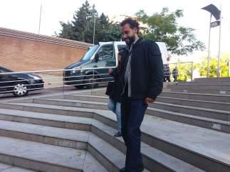 El doctor Jesús Candel, a su llegada a los juzgados de Caleta