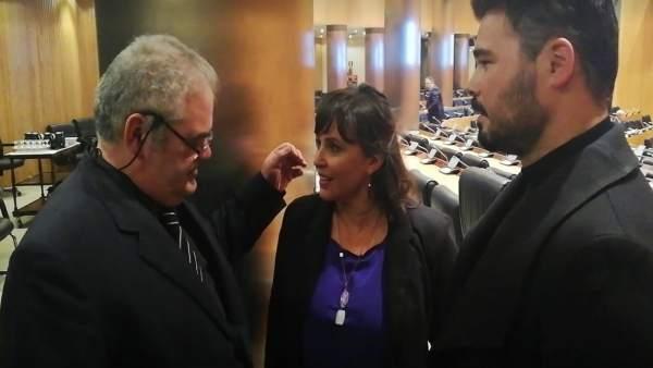 Foto del momento en el que Ana Miranda y Rufián reprochan no poder entrar