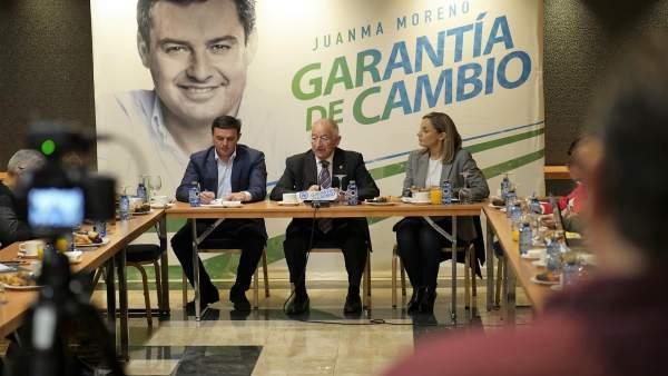 Amat, junto a García y Sánchez en un desayuno informativo de inicio de campaña