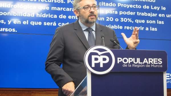 El portvaoz del PP en la Asamblea, Víctor Martínez