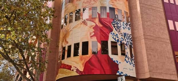 El Banco de Sangre de Baleares inaugura en su fachada un mural del pintor Joan Aguiló para ...