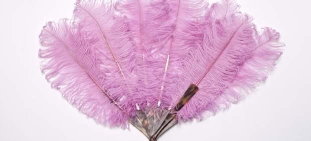 El Museo del Traje reivindica el poderío del color rosa en una exposición
