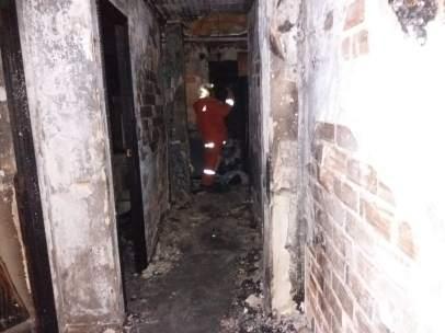 Bomberos en el incendio de Utiel