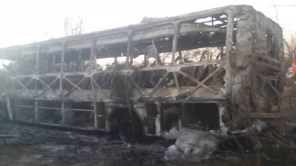Autobús calcinado en Zimbabue