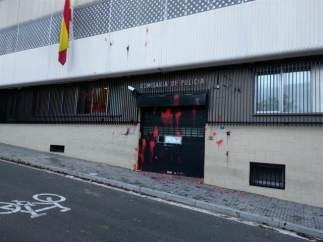 Ataque con pintura de Arran contra la comisaría de la Policía Nacional de Terrassa.