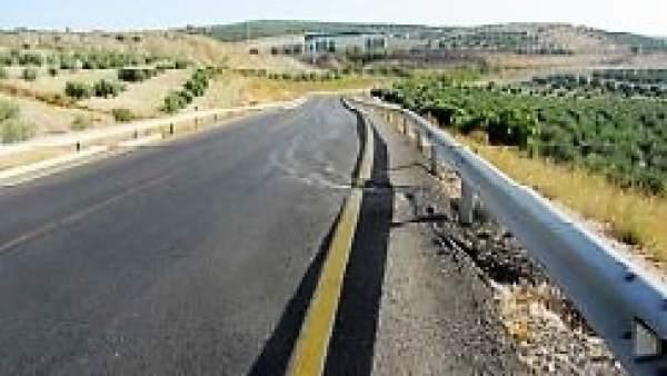 La carretera A-315 a su paso por Torreperogil.