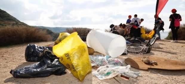 Más de 160 alumnos del IES s'Arenal recogen 209 kilos de residuos de los deltas de Maioris