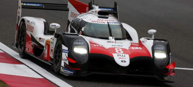Fernando Alonso saldrá segundo en las 6 Horas de Shanghái y la pole fue para el otro Toyota