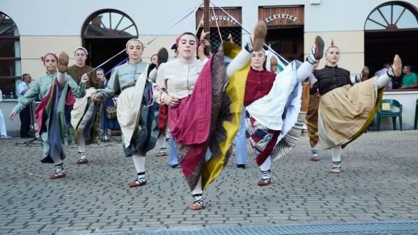 Actuación del grupo de danzas Beti Jai Alai