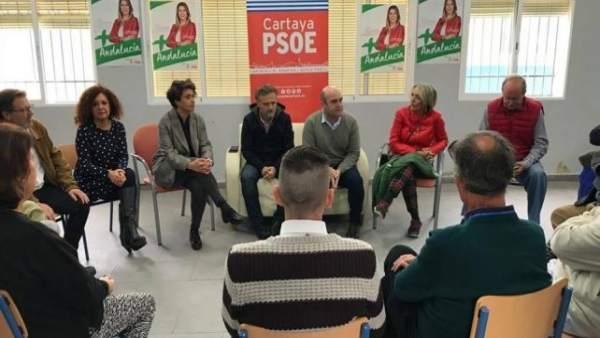 El candidato socialista José Fiscal, en El Rompido (Huelva)
