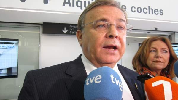 El consejero Patricio Valverde en un contacto con los medios