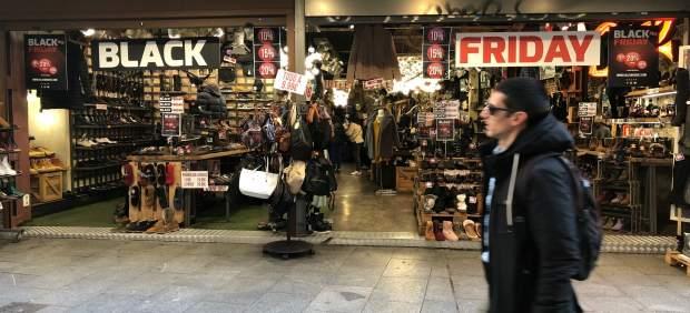 Los comerciantes prevén ventas similares a las del año pasado en el 'Black Friday', al que se ven ...