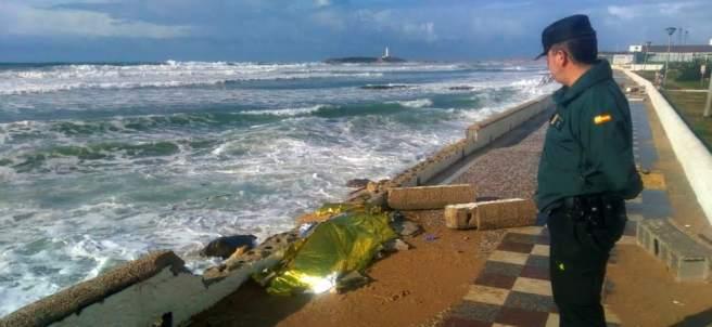 Hallan el cuerpo de un inmigrante en Cádiz