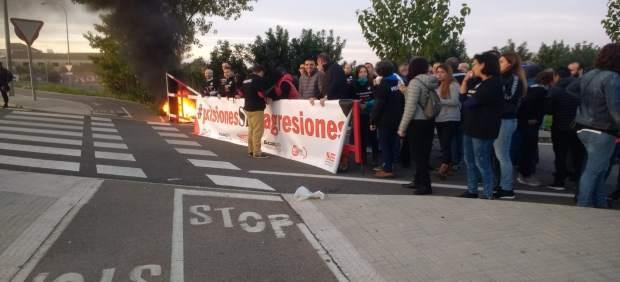 Continúa la huelga entre los funcionarios de prisiones, con una nueva protesta ante la cárcel de ...