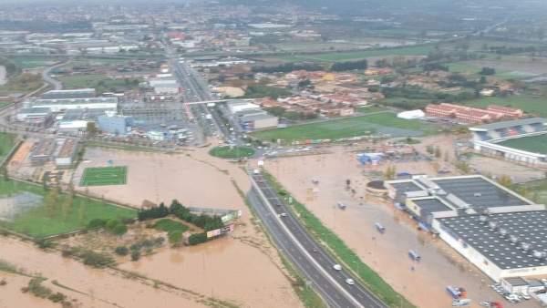 Desbordamiento del río Manol en Vilatenim (Girona) provocado por las fuertes lluvias caídas en Cataluña en los últimos días.