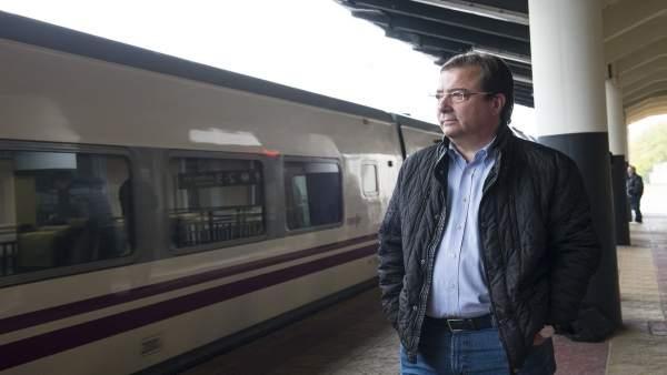 Fernández Vara el 18N en la estación de Cáceres
