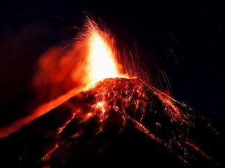 El volcán de Fuego entra en erupción y obliga a evacuar a miles de guatemaltecos