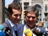 El candidato a la presidencia del PP, Pablo Casado junto al portavoz del PP al Senado, Ignacio Cosidó.