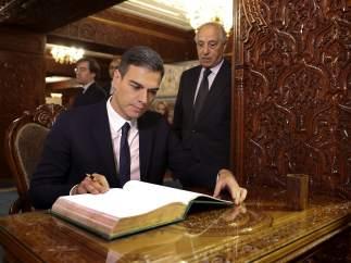 Sánchez no aclara si convocará elecciones o gobernará con decretos