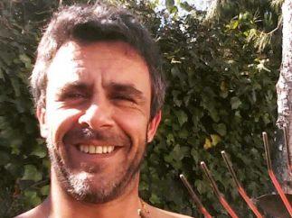 Alonso Caparrós posa desnudo para hablar sobre su sexualidad y los problemas con las drogas