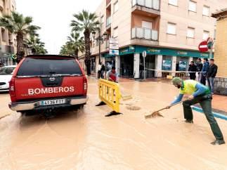 Termina la alerta roja por las lluvias que han dejado un muerto, un desaparecido y 136.000 alumnos sin clases