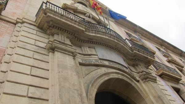 El TSJCV dóna la raó a la Generalitat i rebutja el recurs de la Católica contra la beques d'excel·lència i Erasmus