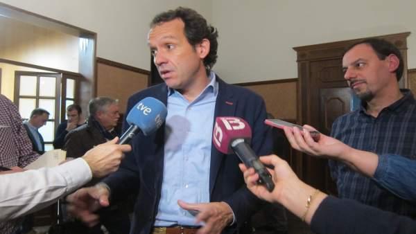 El conseller Pons se reúne con el comité de empresa de Es Murterar