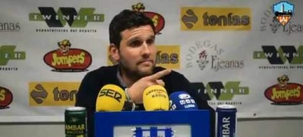Una periodista abronca al entrenador del Lleida por responder a una pregunta en catalán