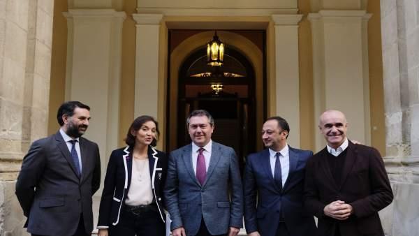 Espadas, Fernández y la ministra antes de la reunión.