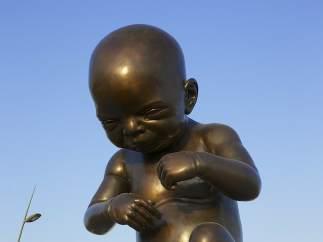 Damien Hirst desata la polémica en Qatar por unas esculturas en forma de úteros y fetos