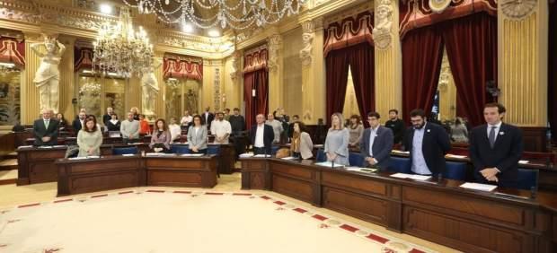 Minuto de silencio en el Parlament por la mujer asesinada por su expareja en Palma