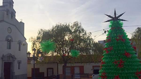 Entrin Bajo decora la Navidad con material reciclado