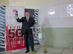 Jerónimo Vilchez (Telefónica), estableciendo la videollamada con 5G