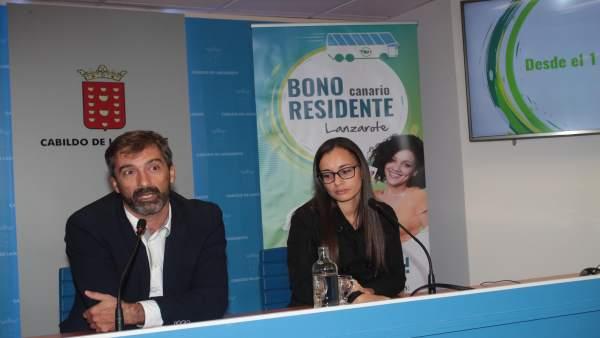 El presidente de Lanzarote, Pedro San Ginés, presentando el Bono Residente