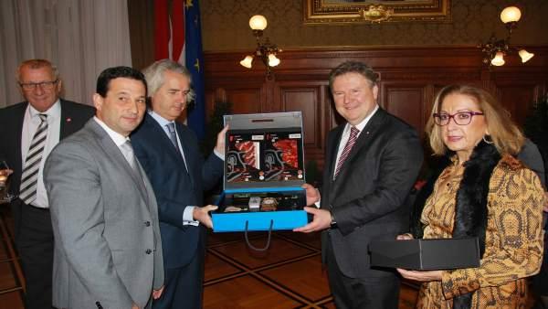 El vicepresidente de la Diputación, Ezequiel Ruiz, se reúne con alcalde de Viena