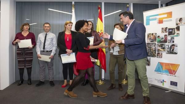 Mañanes Entrega Los Premios De Educación Secundaria Para Personas Adultas