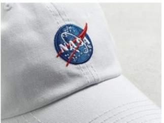 Ropa con logo de la NASA