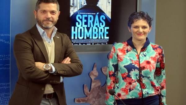 Isabel De Ocampo Junto A Julio López En La Presentación De 'Serás Hombre'