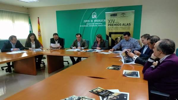 [Grupohuelva] Nota Y Foto Junta (Finaliastas Premios Alas Huelva)