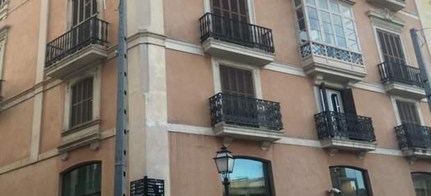MÉS no quitará el lazo amarillo que han colocado en un balcón de Cort porque