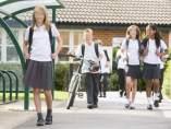 Uniforme escolar con falda