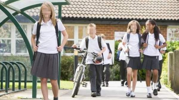 21cc01b171a3e Acuerdo en Galicia para que los colegios con uniforme ya no puedan obligar  a las niñas a usar falda